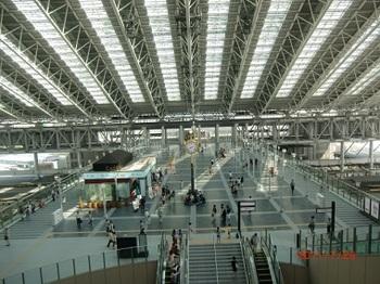 大阪駅橋上コンコース2.jpg